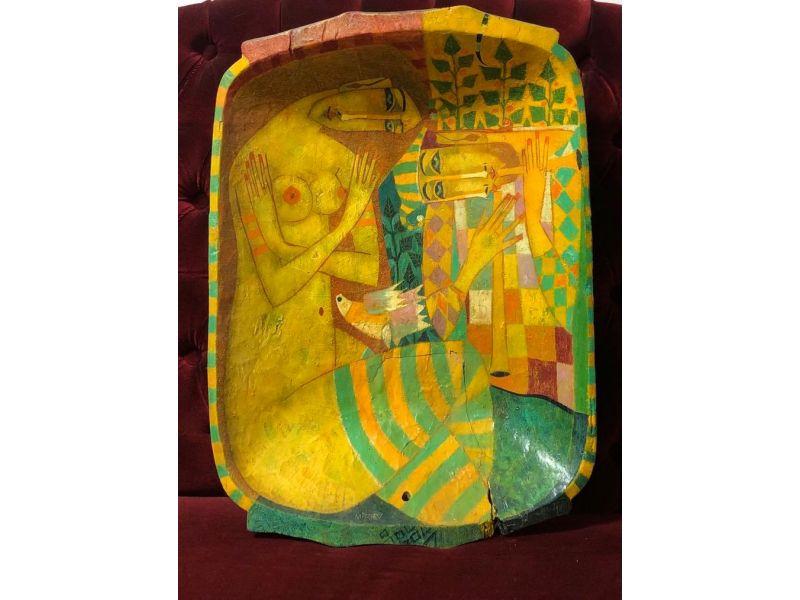 Картина в жълто върху дървено корито